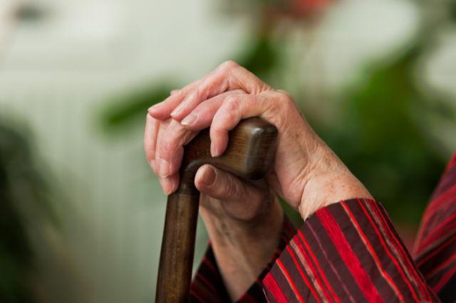 Kad penzioneri umru, država im s računa uzima mirovinu