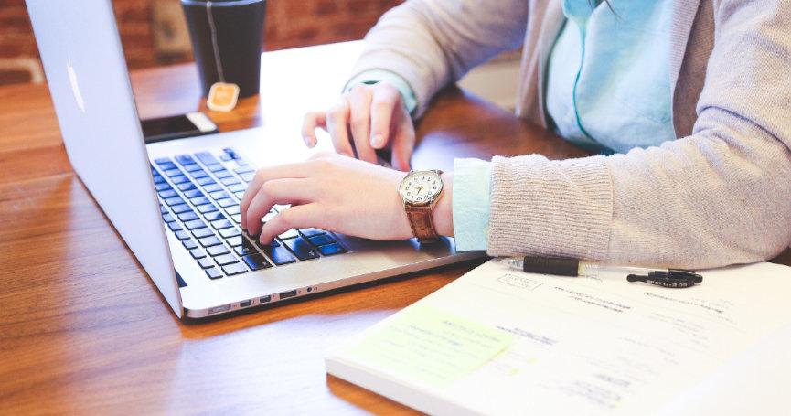 Rad od kuće: 'Iako produktivnost pada, manje je zlo jer kompanije ipak rade'