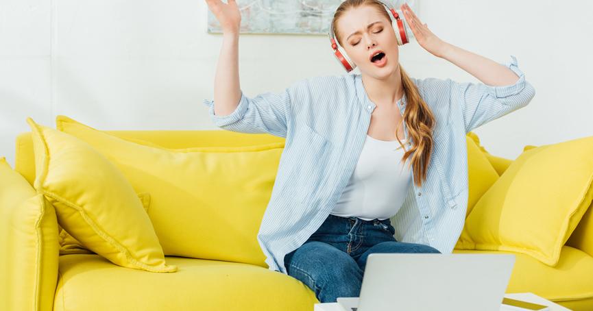 Zapjevajte doma za bolju produktivnost, šef vas inako ne vidi i ne čuje