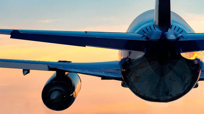 U jeku nezapamćene globalne krize u avioindustriji, pulski pilot s dvojicom partnera pokreće veliki biznis - osnivaju zrakoplovnu kompaniju