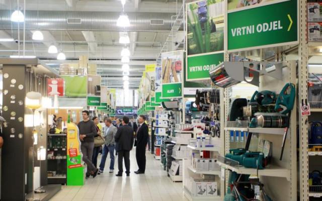 Pevec zaposlenicima podiže minimalac na 5.000 kuna i otvara novi prodajni centar