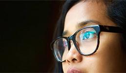Zabranjeno im nositi naočale na posao jer izgledaju 'hladno' i 'neženstveno'