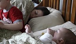 Samohrane majke rade manje kućanskih poslova i spavaju više, kaže istraživanje
