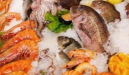 Inspekcija zatvorila štand na pulskoj ribarnici: Svi u strahu od carinika koji stalno vrebaju kupce i prodavače