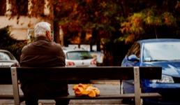 Veliki vodič za starije o koronavirusu: Što je s plaćanjem računa, smijete li u šetnju i ostala pitanja
