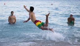 Obiteljima daju čak i do 500 eura da na ljeto ne putuju u Hrvatsku