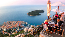 Neki dalmatinski ugostitelji u sezoni zarade i do 400 tisuća eura, a 'kapitalcima' dnevni promet iznosi čak i do 200 tisuća kuna!