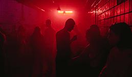 Noćni klubovi, barovi i kafići od danas smiju raditi samo do ponoći