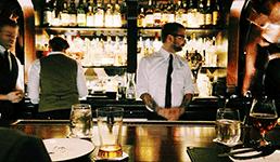 Zbog korone bi se moglo zabraniti točenje alkohola?