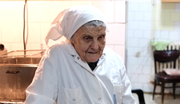 Baka Budimirka ima 90 godina, ali je i dalje je glavna kuharica u hotelu