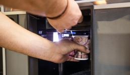 Okreće se ogroman novac: Hrvati se ne odriču kave, umjesto u kafić na automat! No, tu nema poreza i inspekcija